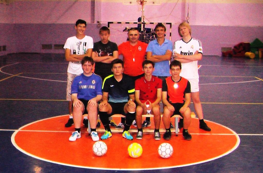 Вечерняя тренировка по мини-футболу открытие учебного 2013/2014 года!